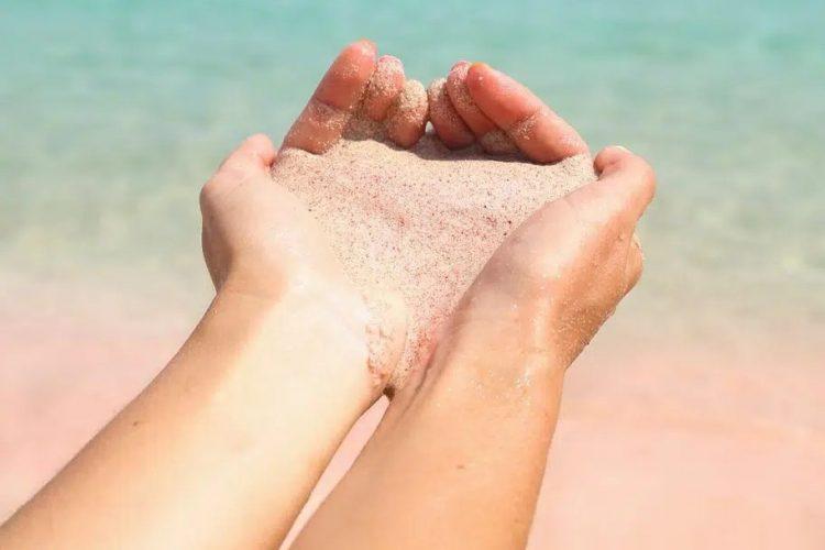 Tình yêu chỉ như nắm cát trong tay.
