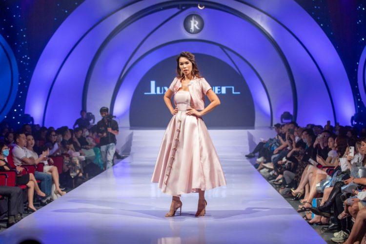 iêu mẫu Hà Anh mở màn cho sự kiện trong show của thương hiệu Luxy Nguyen
